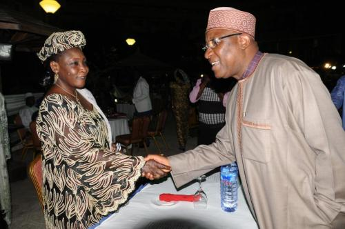 CGC-in-a-warm-handshake-with-the-DG-Rep.-of-Niger-Customs-Hajiya-Zeinab-Idrissa