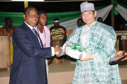 The-HMF-Mr-Olusegun-Aganga-presents-a-Souvenir-to-the-Sec-Gen-WCO-Mr-Kunio-Mikuriya-to-commemorate-his-working-visit-to-Nigeria