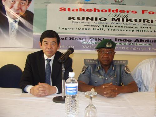The-Sec-Gen-WCO-Mr-Kunio-Mikuriya-and-the-CGC-Abdullahi-Dikko-Inde-in-a-Stakeholders-Forum-during-his-working-visit-to-Nigeria